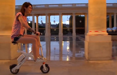 Riding Airwheel E6 smart e bike in Paris.